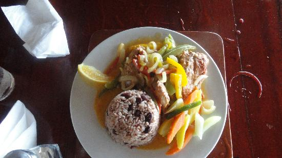 ‪‪Shields Negril Villas‬: Dinner at Kuyaba- Steamed snapper w/ rice & peas‬