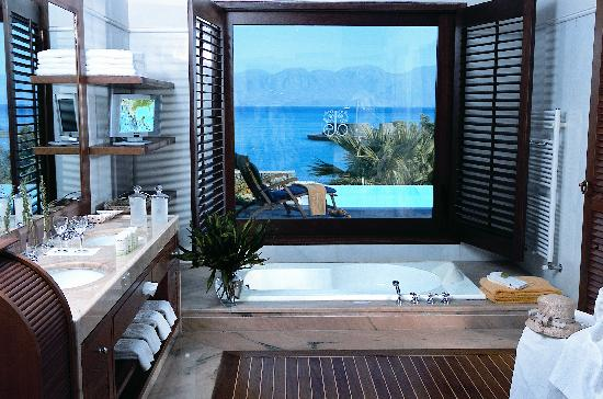Elounda Beach Hotel & Villas: Bathroom with a View