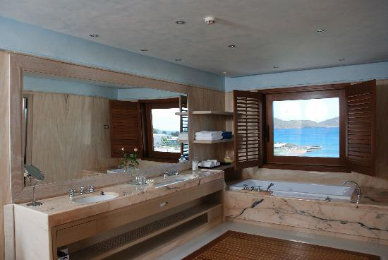 Elounda Bay Palace: Bathroom of a Deluxe Hotel Suite
