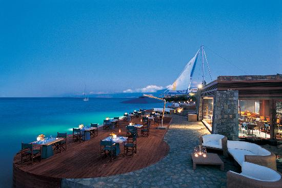 Elounda Bay Palace: The 'F' Restaurant at night