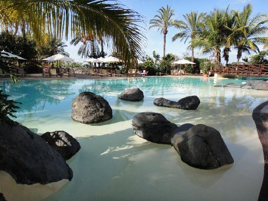 The Ritz-Carlton, Abama: бассейн у основного здания