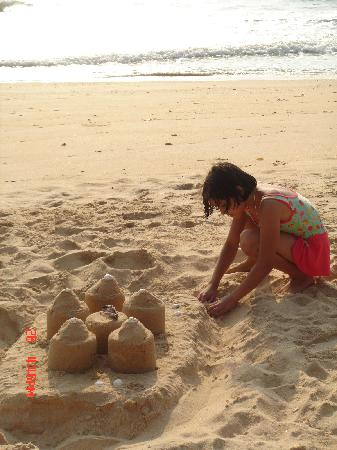 Sai Vishram Byndoor: The sand castles.. spend quality time with your kids...