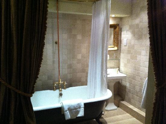 Hazlitt's : Bathroom