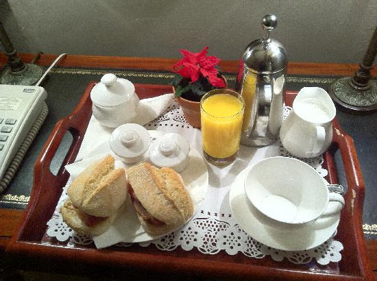 Hazlitt's: Breakfast delivered to your room