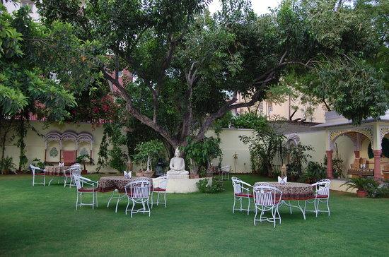 Hotel Anuraag Villa: GARDARN RESTAURANT
