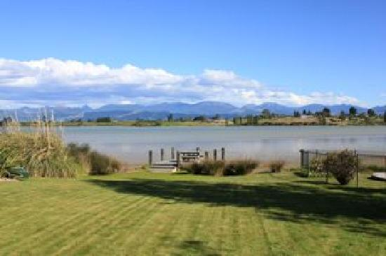 Atholwood Luxury Country Accommodation: view of the estuary from the garden