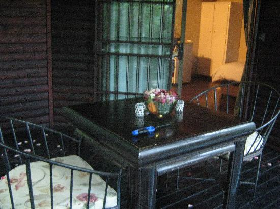 Thulamela: Dinner table on veranda