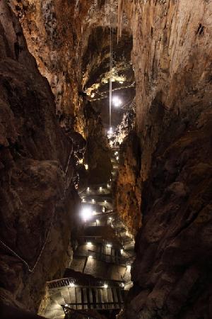 Borgo Grotta Gigante, Italie: Scalinate della discesa