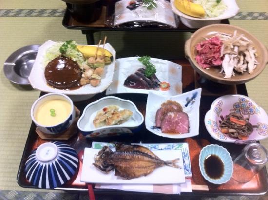 Sanzokukan: 夕飯