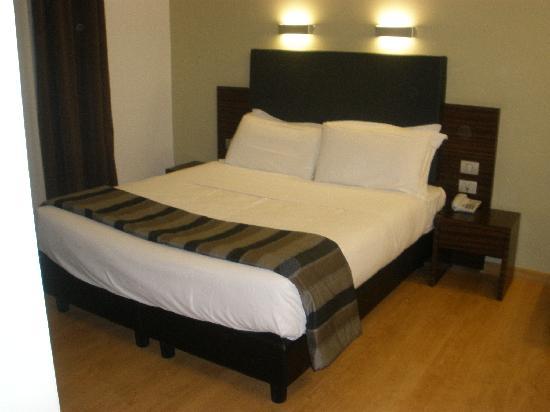 โรงแรมเตรวิคอลเลคชั่น: Habitación (cama)