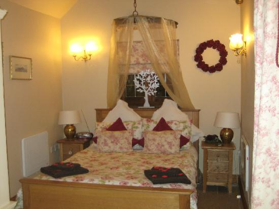Oldfields Farm: Bedroom decked out for Christmas