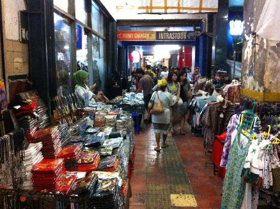 Gloria Amanda Hotel: Shopping at Malioboro