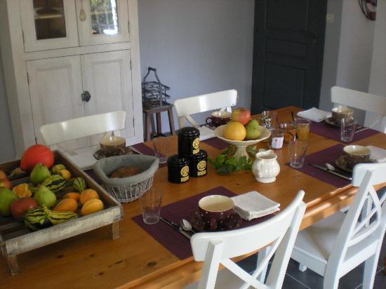 Cizay-la-Madeleine, France: Petit Déjeuner