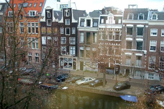 Dutch Masters Apartments : View to the left from the window.