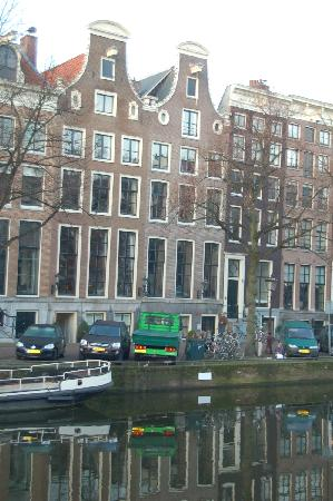Dutch Masters Apartments : 580 is the building on the right, with the two circular windows.
