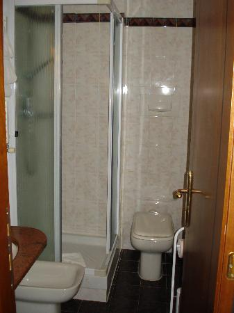 Hotel Luce: Baño
