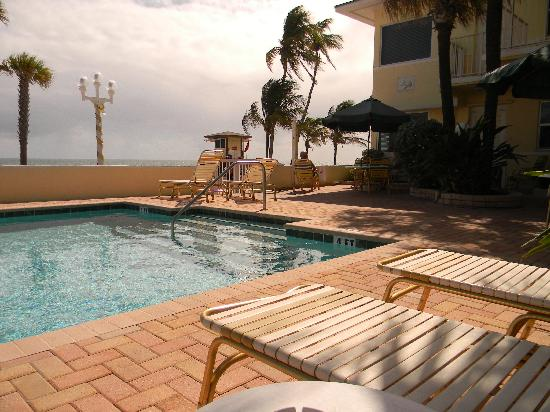 TIDE VACATION APARTMENTS--HEATED POOL