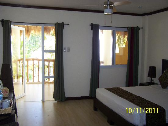 Ocean Vida Beach & Dive Resort: Nice room, right?