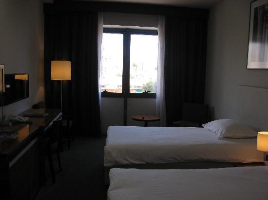 Atrium Hotel: Hotel Room