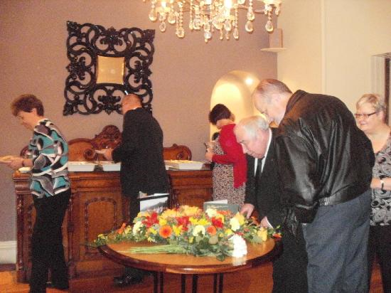 Murraypark Hotel: buffet and flowers