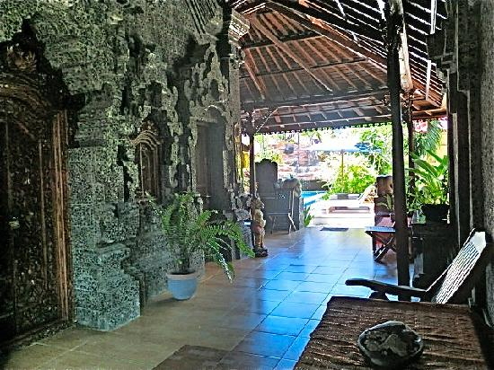 Aahh Bali Bed & Breakfast: Interior Porch View
