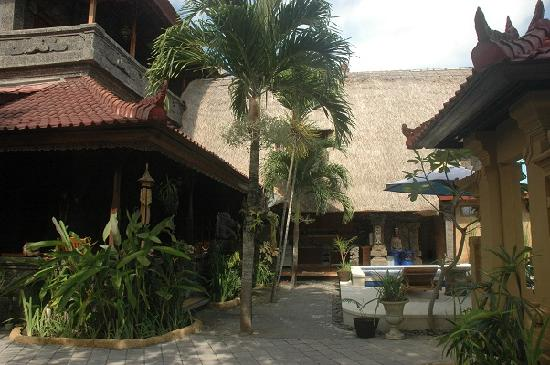 Aahh Bali Bed & Breakfast: Walk up