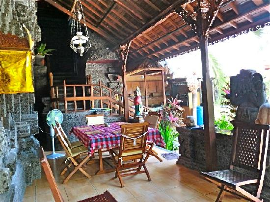 Aahh Bali Bed & Breakfast: Dining Area