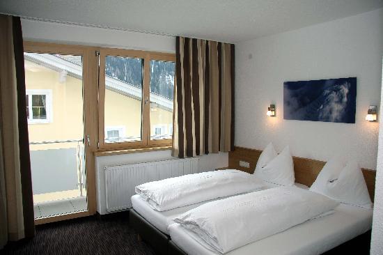 Pension Arlenweg: Gästezimmer mit Doppelbett