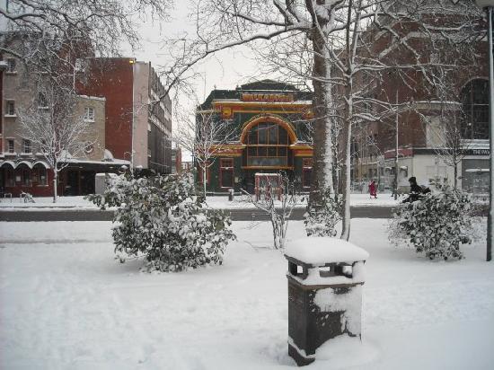 Walkabout Shepherds Bush : Snow in London Town