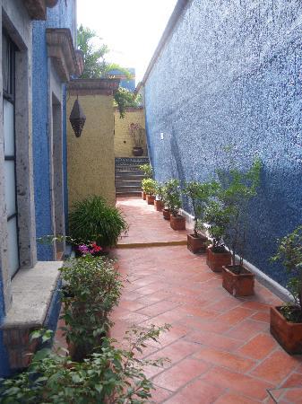 La Villa del Ensueno Hotel: Outside hallway