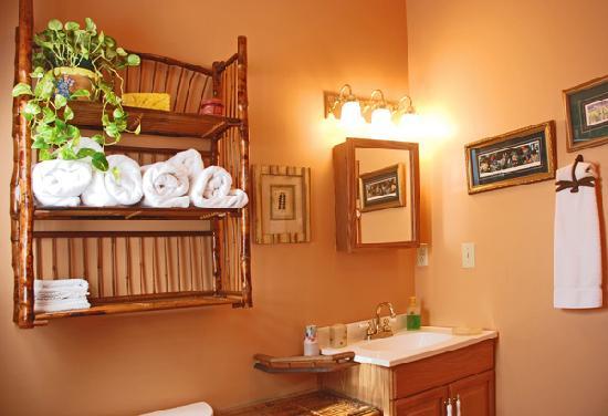 Audubon Garden Cottage: Bathroom