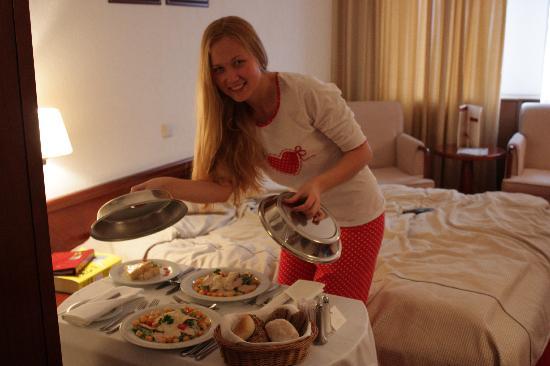 Ambassador Hotel: Вкусный завтрак в номер