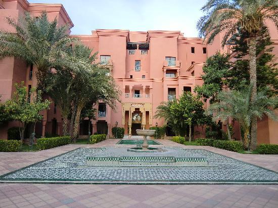 Movenpick Hotel Mansour Eddahbi Marrakech: Blick in die Anlage