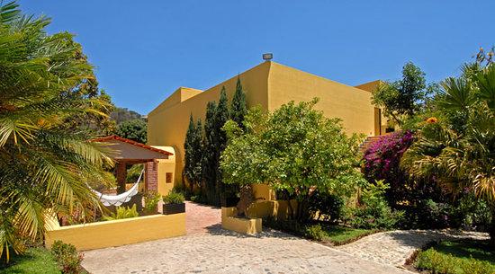 Villa Azalea - Luxury B&B: Fachada de Villa Azalea