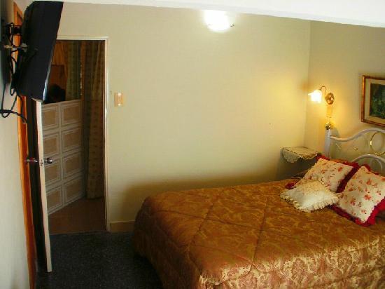 Tsitsicamma Inn: Habitación con aire acondicionado.