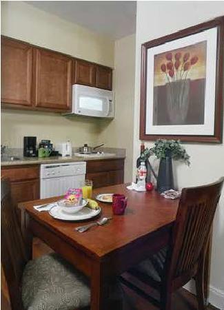 Homewood Suites by Hilton Houston West-Energy Corridor: Kitchen