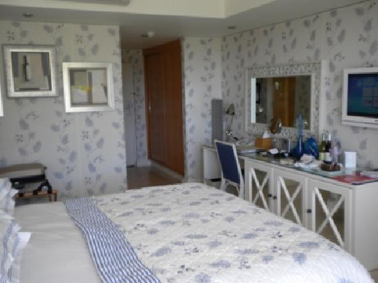 The Twelve Apostles Hotel and Spa: Guest Room
