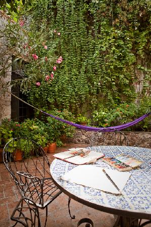 Casita de las Flores: do your art homework in the courtyard