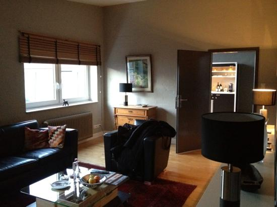 Wine, Coffee & More Suite Hotel: Wohnzimmer, Blick Rtg. Ausgang - Nr. 6