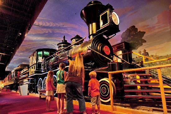 Topeka, KS: Kansas Museum of History explores railroad history