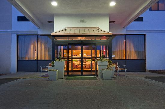 Holiday Inn - Concord Downtown: Main Entrance