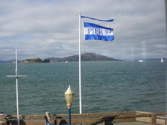 Hana Zen Sushi Bar - Pier 39 : View of Alcatraz