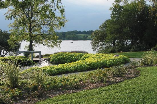 Topeka, KS: Lake Shawnee Recreational Area - sports, botanical gardens, golf, jogging paths, campground