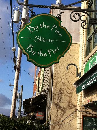 Slainte By The Pier: Right across from the pier on Marine Drive: Slainte!