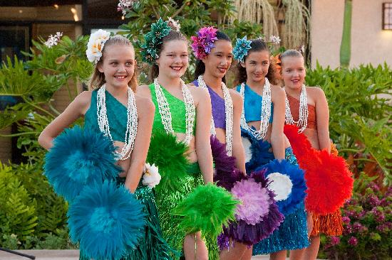 The Shops At Mauna Lani : There is a fantastic Keiki Hula show every Tuesday evening at The Shops