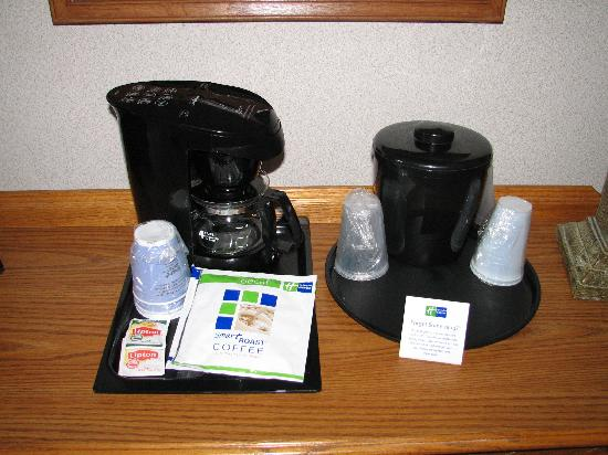 Holiday Inn Express Kent Island : In-room coffee/tea