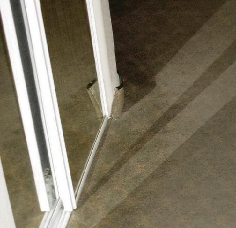 Comfort Suites Victorville: worn out carpet