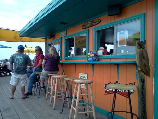 Big Owl's Tiki bar: Outdoor seating