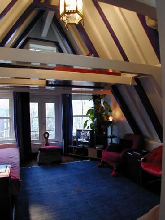 Amsterdam Escape: Nest apartment