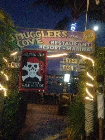 Smugglers Cove Restaurant and Bar: Entranceway